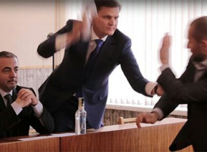 """Побили ковбасою депутата з """"Опозиційного блоку"""" - фото"""