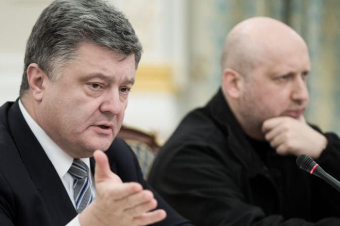 Порошенко: Українські військові мають наказ відкривати вогонь у відповідь - фото
