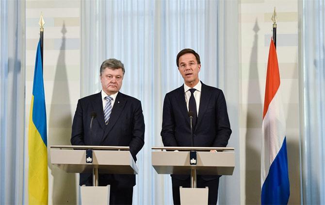 Президент України та прем'єр Нідерландів скоординували подальші дії в розслідуванні трагедії рейсу MH-17 - фото