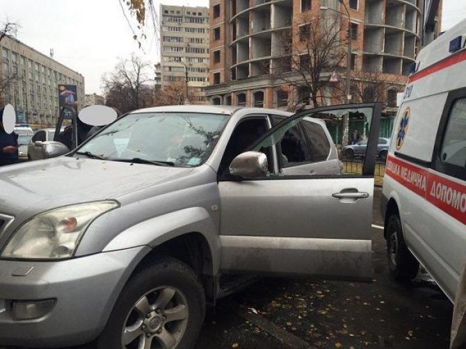 У Києві скоєно розбійний напад на автомобіль зі стріляниною - фото