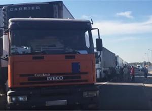 Вантажне сполучення з Кримом офіційно заборонять - фото