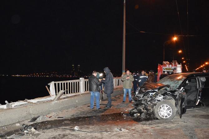 Автомобіль вилетів з мосту в Дніпропетровську, загинули дві людини - фото