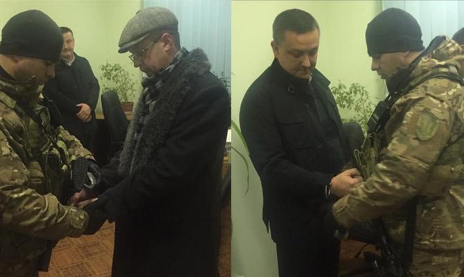 У Чернівцях на хабарі затримано двох керівників фіскальної служби - фото