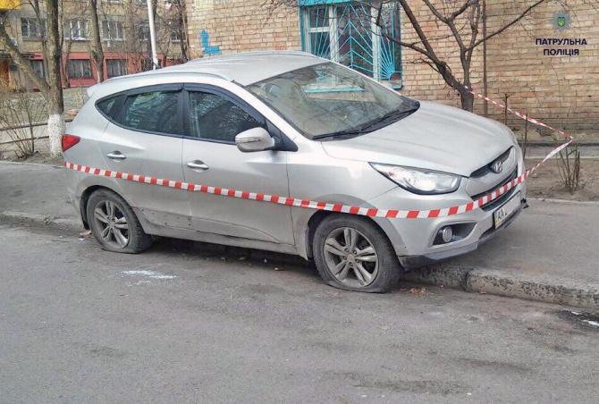 У Києві патрульна поліція стріляла в машину з п'яною жінкою за кермом - фото