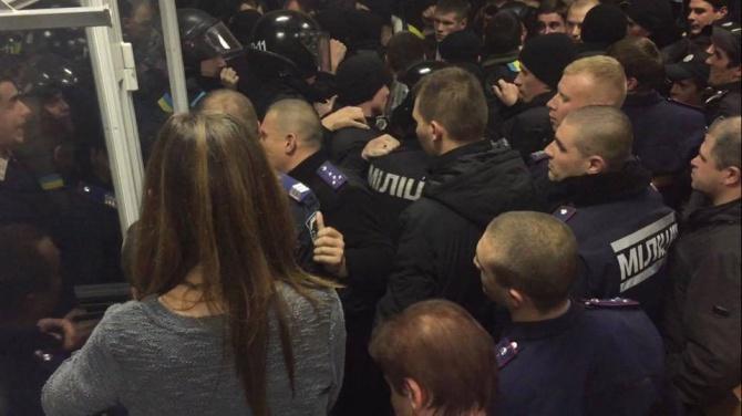 В Печерському суді сталися сутички [відео] - фото