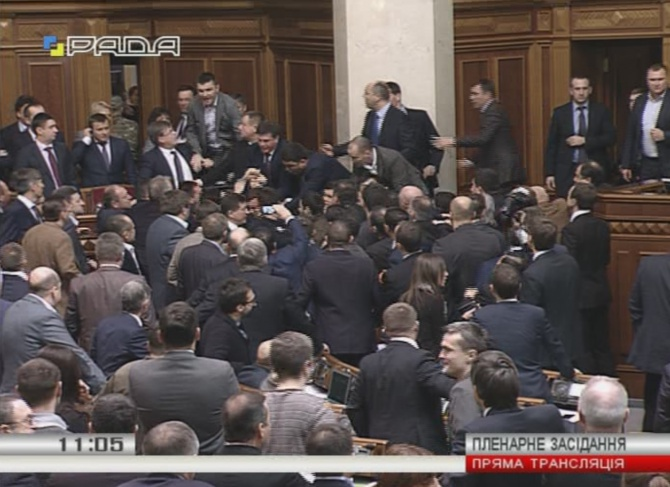 В Раді депутат від БПП напав на Яценюка - фото