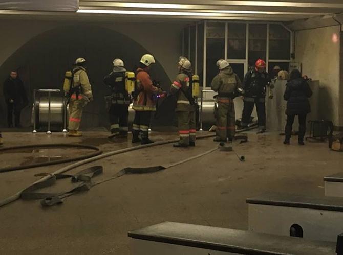 На станції метро «Дружби народів» сталася пожежа - фото