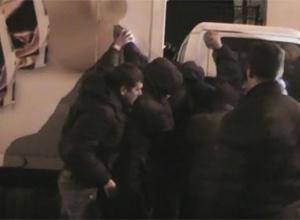 При нападі на «Житомирські ласощі» затримали 134 тітушки, більшість з яких мають судимості - фото