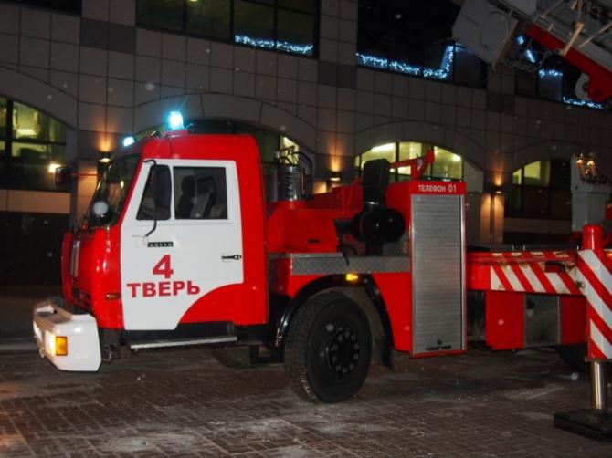 Тисячу людей евакуювали з-за пожежі в торговому центрі в Твері - фото