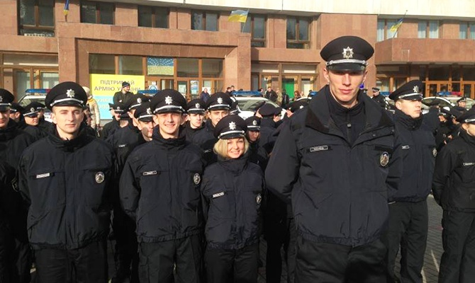 В Івано-Франківську склали присягу 208 нових патрульних поліцейських - фото