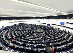 Європарламент засуджує порушення прав людини в Криму - фото