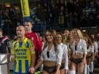 Голландські футболісті вийшли на поле не з дітьми, а з моделями в нижній білизні