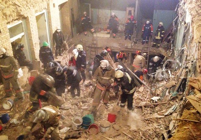 З-під завалів будинку в центрі Києва дістали тіла двох загиблих - фото