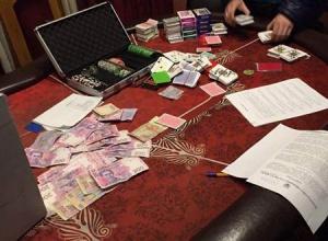 У столиці правоохоронці виявили два підпільних казино - фото