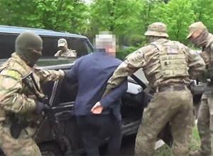 На Донеччині місцевого депутата затримали за дачу хабара СБУ - фото