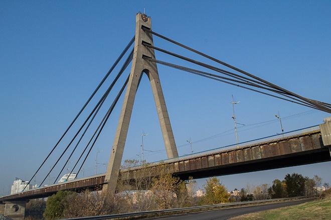 У Києві обмежать рух на трьох мостах - фото