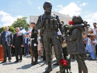 """В Криму відкрили пам′ятник """"зеленим чоловічкам"""""""