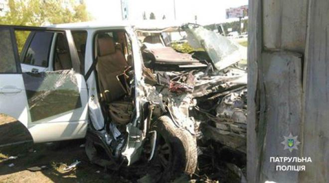 В Києві водій втікав від патрульних і врізався в стовп - фото