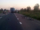 Під Києвом вантажівка врізалася в групу дітей на велосипедах, одна дитина померла