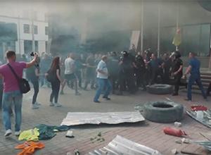 Під «Київміськбудом» сталися сутички (відео) - фото