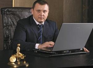 Суд відпустив під заставу члена ВРЮ, підозрюваного у вимаганні 500 тис доларів - фото
