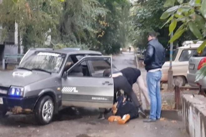 В Запоріжжі поліцейські були в складі банди викрадачів автомобілів - фото