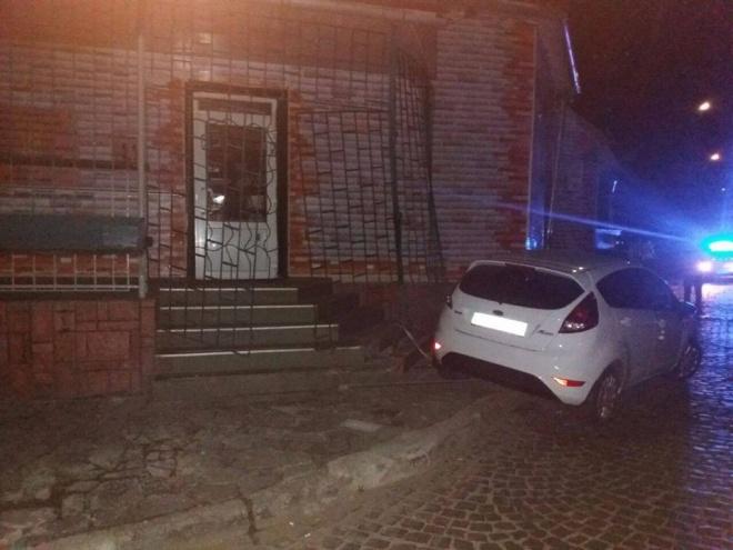 Вночі в Мукачевому поліція ганялася за прокурором, який імовірно був напідпитку - фото