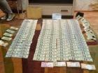 У затриманого в Дніпрі судді при обшуку знайшли десятки тисяч доларів