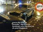 В Києві водій збив двох пішоходів, потім кілька автомобілів