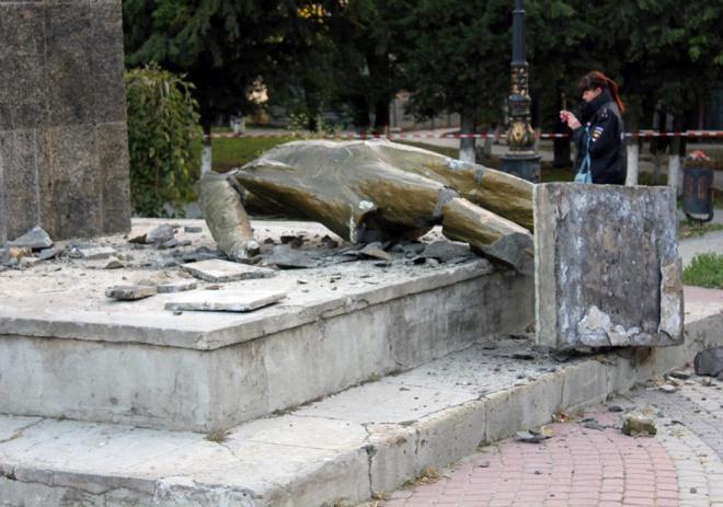 В окупованому Судаку зруйнували Леніна - фото