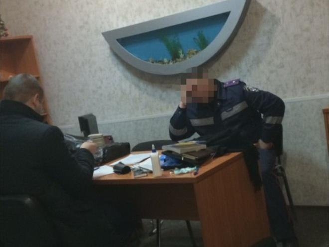 Керівництво патрульної поліції вимагало гроші з підлеглих за «вигідне» місце чергування - фото