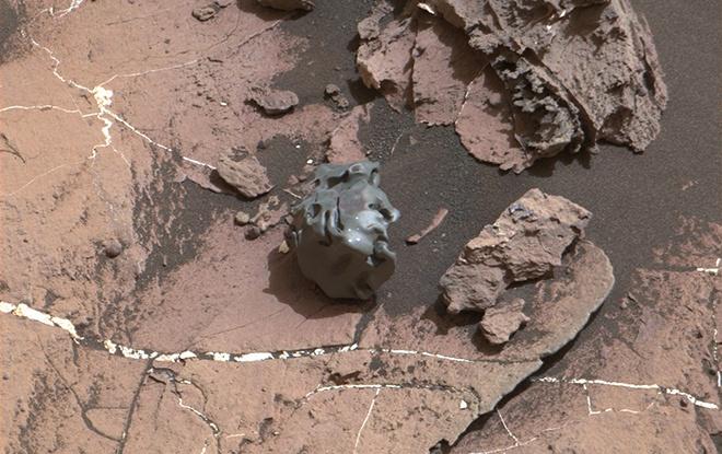 Марсохід знайшов металічний метеорит цікавої форми - фото