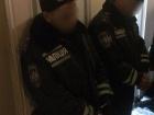 Поліцейські грабували нетверезих на вокзалі в Запоріжжі (фото, відео)