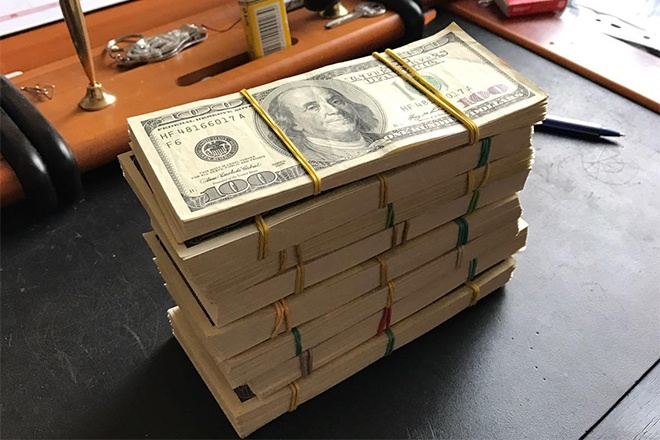 Посадовців «Військторгсервісу» спіймали на вимаганні $900 тис у підприємців ринку «7 кілометр» - фото