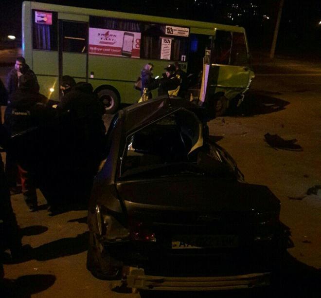 В Харкові легковик зіткнувся з маршруткою, троє загиблих - фото
