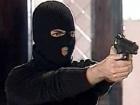 Вискочили з Лексуса, наставили зброю, забрали 140 тис грн