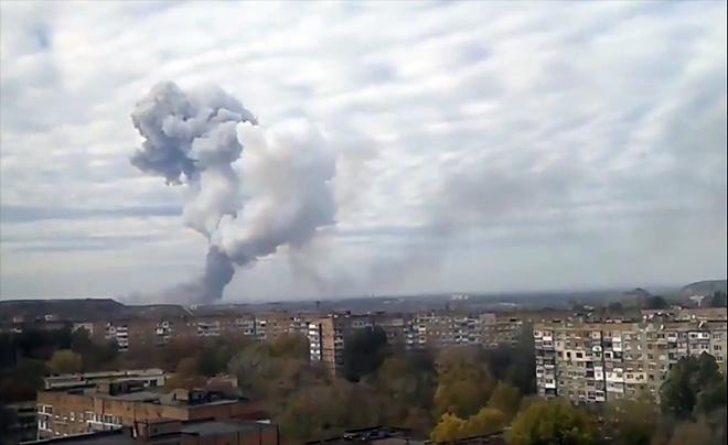 В Донецьку стався потужній вибух на хімзаводі (відео) - фото