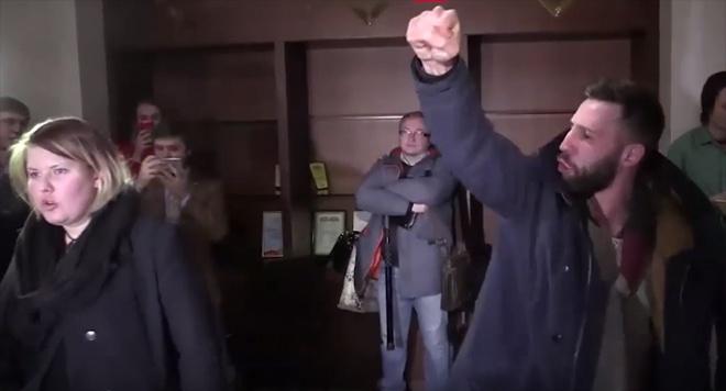 В Мінську нацболи намагалися зірвати виступ спецпредставника ОБСЄ (відео) - фото