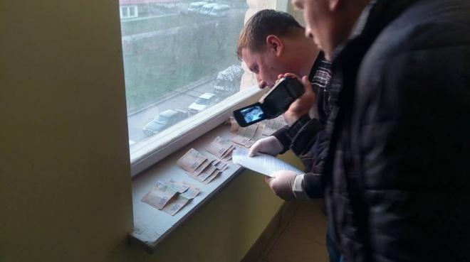 Прокурора Львівської місцевої прокуратури №1 спіймали на хабарі в 12 тис грн - фото