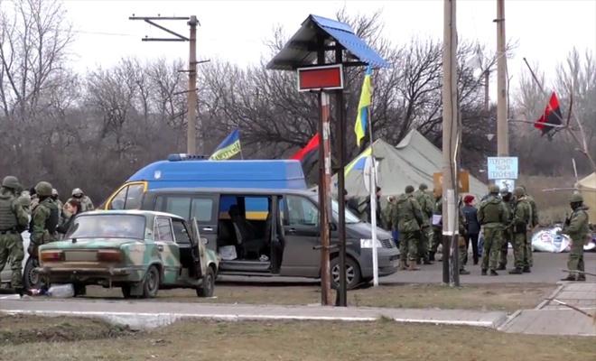 Силовики розігнали редут «блокадників» на станції Кривий Торець - фото