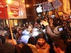 """У Києві націоналісти намагалися """"навідатися"""" до офісу Ахметова та """"Альфа-банку"""""""