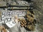 В районі АТО виявили дві схованки зі зброєю