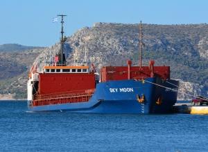 В Україні вперше конфіскували судно, що заходило до Криму - фото