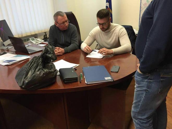 Затримали першого заступника Шевченківської РДА за підозрою у мільйонних привласненнях - фото