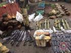 В Бахмутському районі затримали двох бойовиків, вилучили арсенал російської зброї