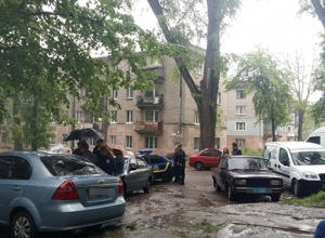 В поліції розповіли про сутичку у Кам′янську, коли таксистові прострелили ногу - фото
