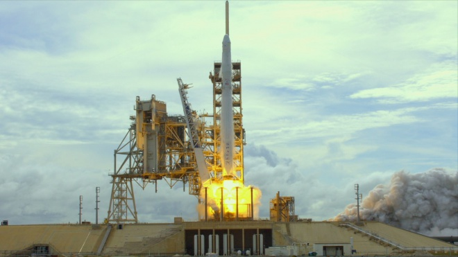SpaceX успішно запустила ракету з вантажем для МКС - фото