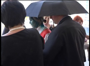 В Одесі Королевську облили зеленкою (відео) - фото