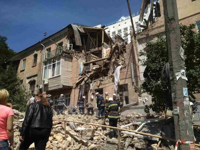 У Голосіївському районі вибухом розірвало частину будинку, загинула жінка - фото