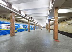 На «синій» гілці метро сталося задимлення, призупиняли рух потягів - фото